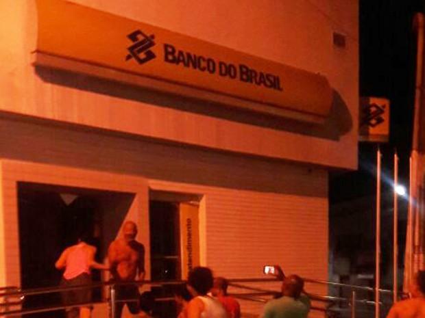Agência ficou destruída após explosão na cidade de São Félix (Foto: Fábio Santos/ Voz  da Bahia)