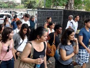 Abertura de portões para prova do Enem na Escola Politécnica da Ufba, em Salvador (Foto: Lílian Marques/ G1)