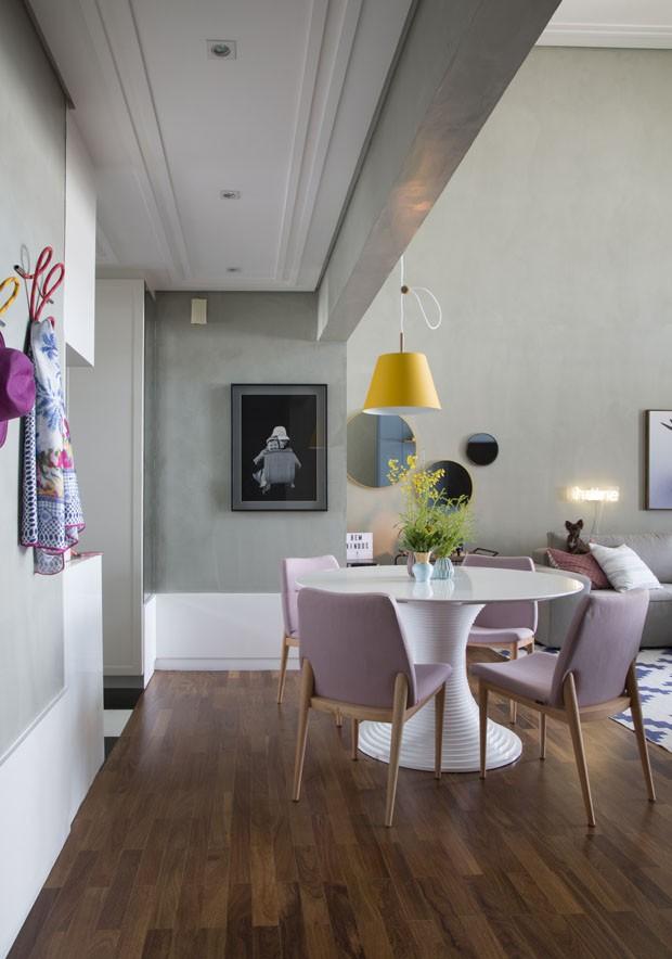 Décor do dia: Sala de jantar urbana com toques coloridos (Foto: Divulgação)