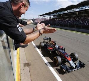 Equipe McLaren aplaude Fernando Alonso, 5º lugar no GP da Hungria, Fórmula 1 2015 (Foto: Divulgação)