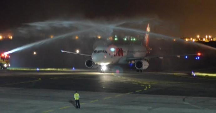 Avião da Grécia é batizado em Aracaju (Foto: João Áquila / GloboEsporte.com)