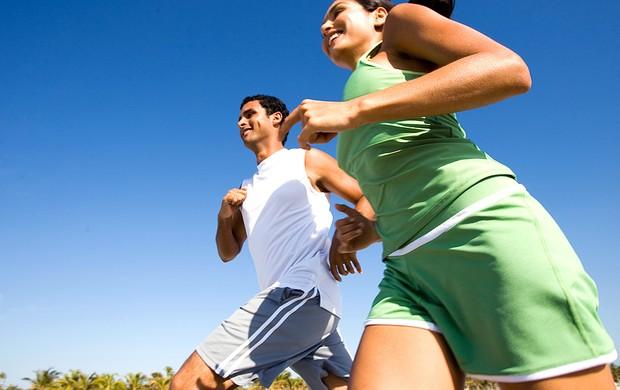 Homem e mulher correndo Eu Atleta (Foto: Getty Images)