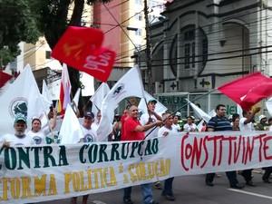 Manifestantes pedem refoirma política para o combate à corrupção, e defendem legitimidade do governo Dilma Rousseff. (Foto: Gil Sóter/ G1 PA)
