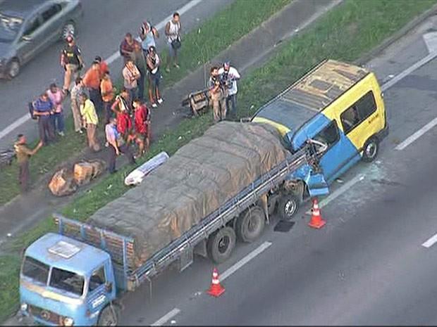 Acidente deixa mortos e feridos na Via Dutra (Foto: Reprodu��o/TV Globo)