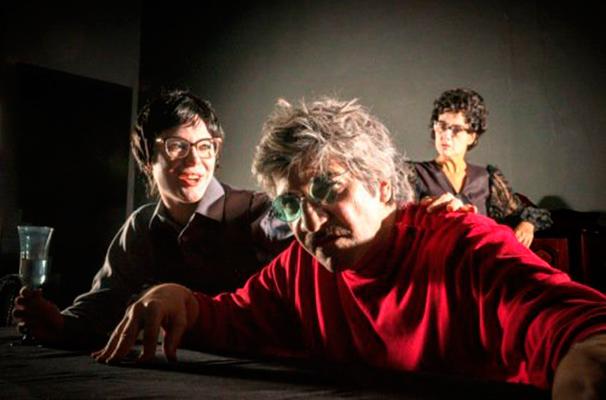 Jorge Emil, Lavínia Pannunzio e  Cléo De Páris em cena do espetáculo (Foto: Divulgação)