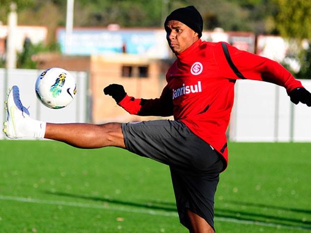 Jajá foi confirmado como articulador da equipe colorada contra o Santos, no Beira-Rio (Foto: Divulgação/Inter)
