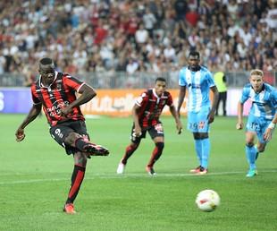 Balotelli e Dalbert, Nice (Foto: Divulgação/ OGC Nice)