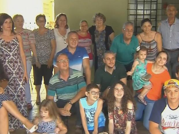 Reencontro teve festa entre as famílias (Foto: Reprodução/TV TEM)