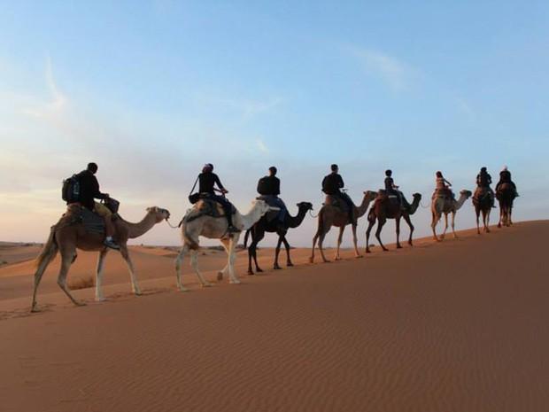 O casal dormiu no Desero do Saara, no Marrocos (Foto: Arquivo pessoal)