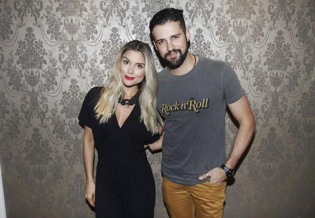 Ex-BBBs Flávia Viana e Fernando Justin em evento em São Paulo (Foto: Celso Tavares/ EGO)
