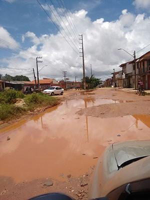 Morador registra situação do asfalto em avenida da Grande São Luís (Foto: Rômulo Mendonça)