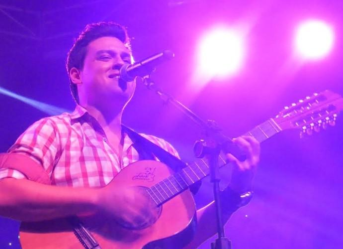 Victor Hugo, participante do 'The Voice Brasil' superou a perda do irmão e hoje segue fazendo shows (Foto: Arquivo Pessoal)