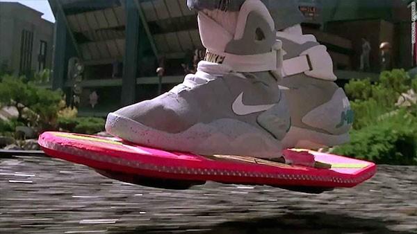 O tênis do personagem de Michael J. Fox em De Volta Para o Futuro (Foto: Reprodução)