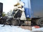 Engavetamento com caminhões, carro e carreta deixa dois mortos na BR-101