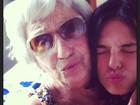 Isis Valverde posta foto abraçada à avó: 'Te amo'
