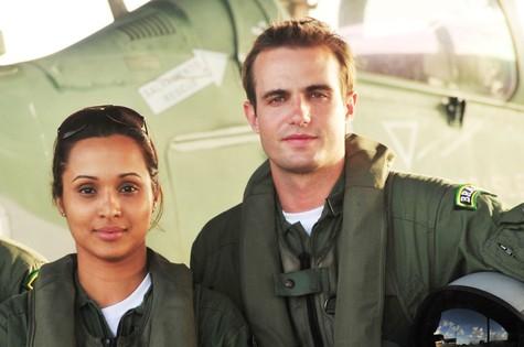 Thaíssa Carvalho e Max Fercondini em cena de 'Flor do Caribe' (Foto: João Miguel Júnior/TV Globo)