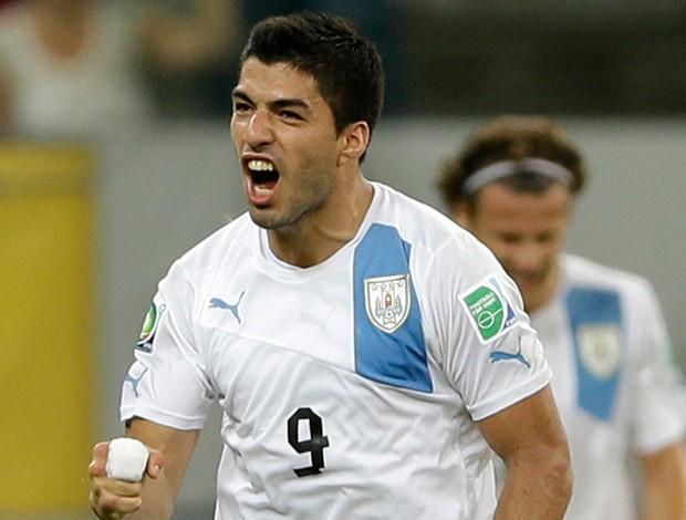 Luis Suarez gol Uruguai (Foto: AP)