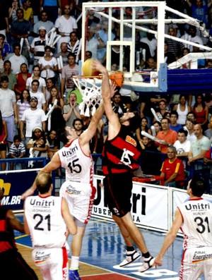 basquete kammerichs flamengo uberlândia (Foto: Raphael Oliveira / EAZ)