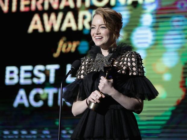 Emma Stone em prêmio em Los Angeles, nos Estados Unidos (Foto: Todd Williamson/ Getty Images/ AFP)