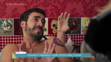 Leozinho é obrigado a fazer uma tatuagem em homenagem à sogra