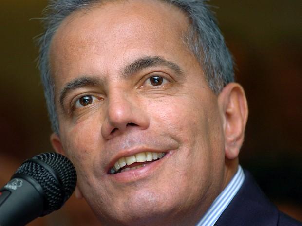 Manuel Rosales em foto de 5 de dezembro de 2006 (Foto: AP Photo/Gregorio Marrero)