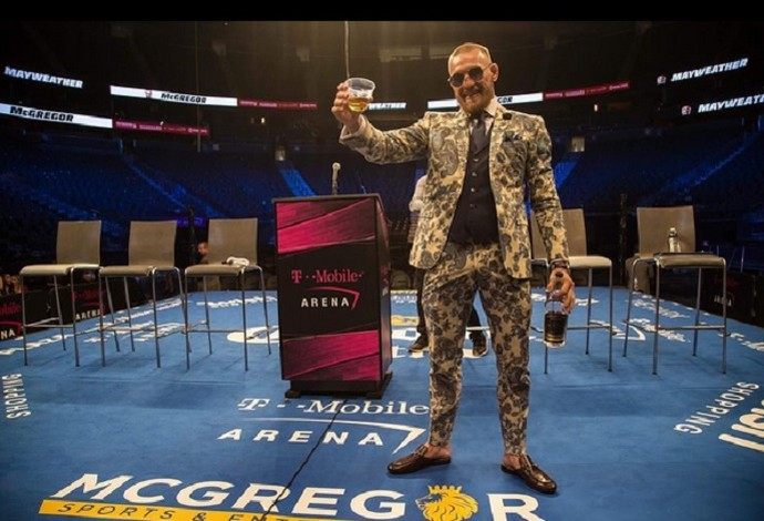Conor McGregor brinde após May-Mac (Foto: Reprodução / Instagram)