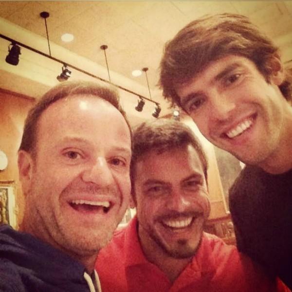 Kaká janta com Barrichello antes de se apresentar ao SPFC (Foto: Reprodução)