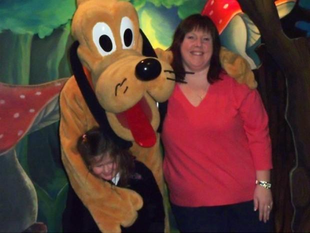 Mulher perde mais de 50 kg após ficar entalada em cadeira de restaurante na Disney