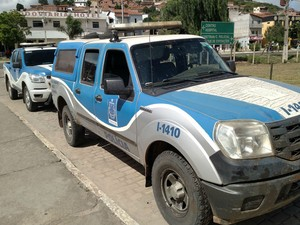 Viatura foi abandonada em jacobina, a cerca de 80km do local da fuga (Foto: Augusto Urgente / Augusto Jacobina)
