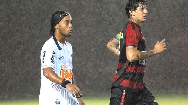 Ronaldinho Gaúcho jogo Vitória e Atlético-MG (Foto: Romildo de Jesus / Futura Press)