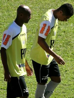 Ewerthon e Marquinhos Paraná América-MG treino (Foto: Roberto Rodrigues / Globoesporte.com)