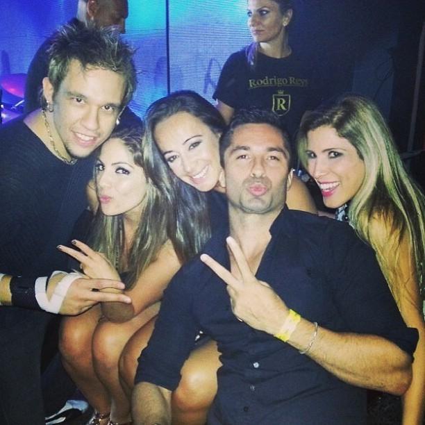 Kiko, Anamara, Gis de Olivera, Ton e Milena em boate em São Paulo (Foto: Instagram/ Reprodução)