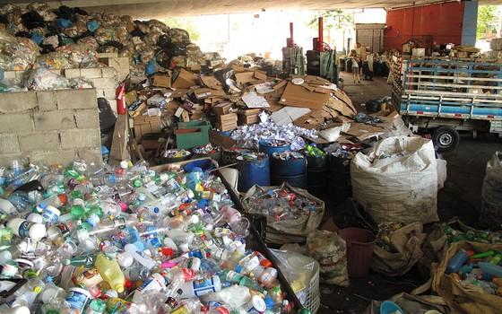 Depósito da Coopamare, uma das cooperativas da cidade de São Paulo (Foto: Julio Avanzo)