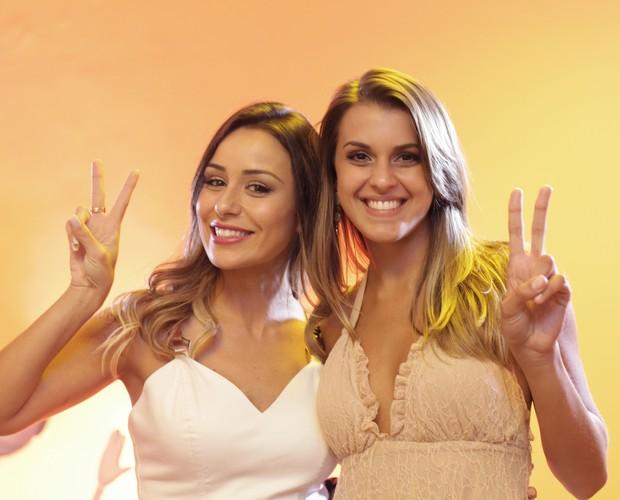 Angela e Letícia selam a paz nos bastidores (Foto: Dafne Bastos/TV Globo)