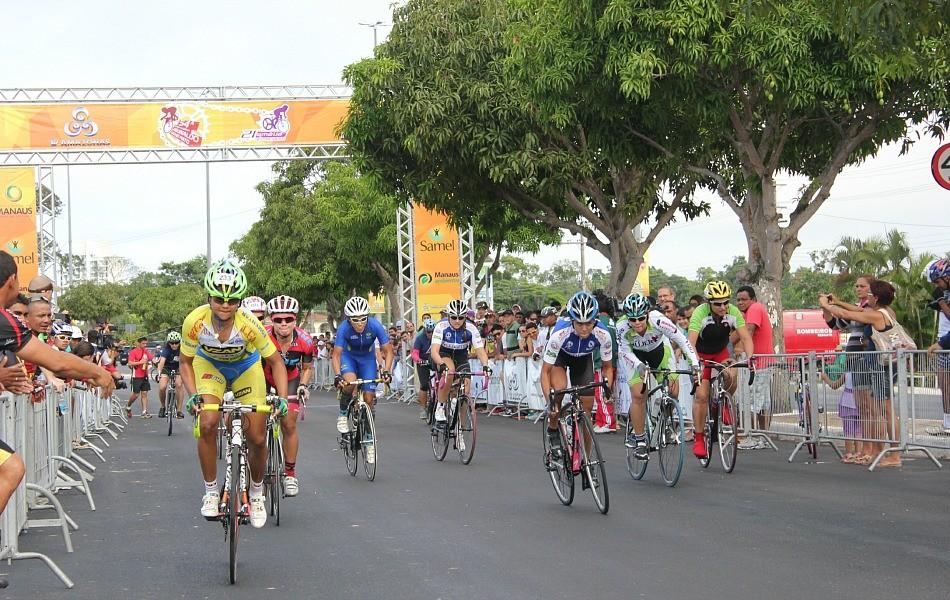 Elite Feminina contou com a participação da número 1 do ranking nacional, Clemilda Fernandes (de amarelo) (Foto: Isabella Pina/ Globoesporte.com)