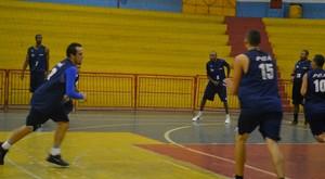 Treino basquete Poá (Foto: Bruno Rocha)