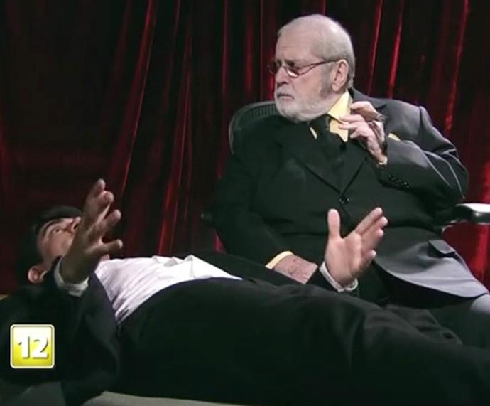 Jô dá conselhos para Adnet, que sofre com a expectativa no divã (Foto: TV Globo)