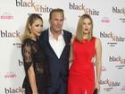 Bem acompanhado: Kevin Costner vai com a mulher e a filha a première