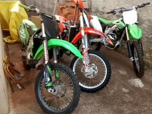 Três motos foram apreendidas durante a Operação Racer da Polícia Federal (Foto: Polícia Federal/Divulgação)