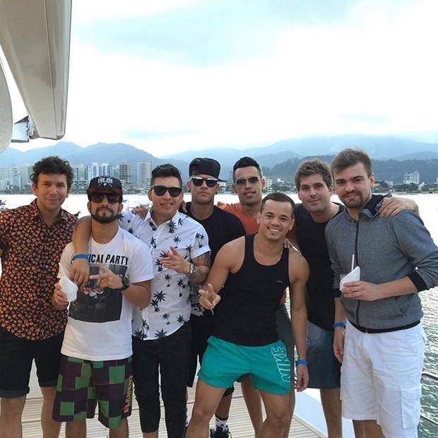 Neymar com os amigos (Foto: Reprodução/Instagram)