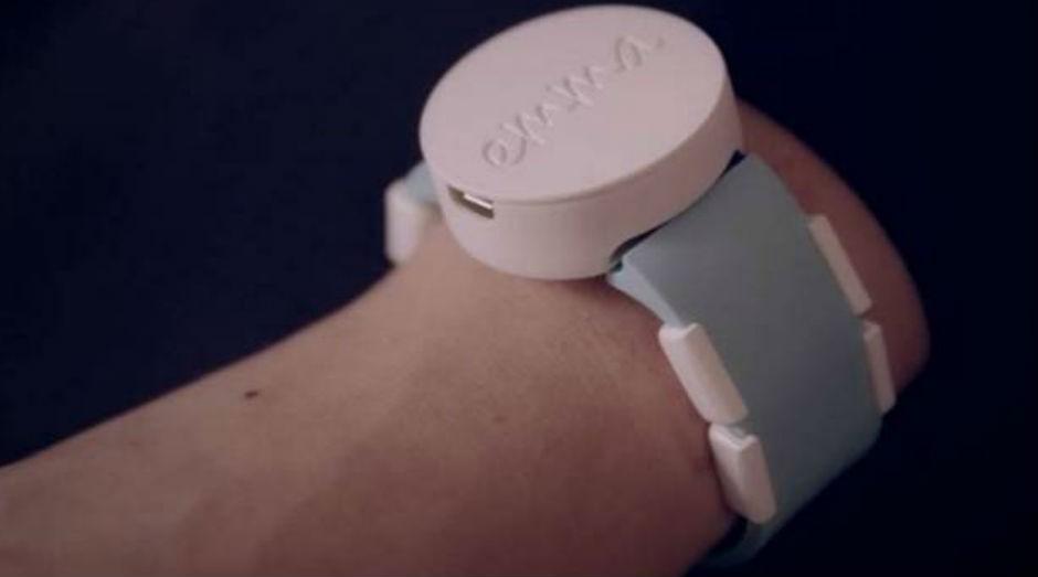 O Emma Watch emite vibrações que distraem o cérebro e controlam os tremores (Foto: Reprodução)