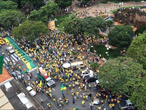 Manifestação contra Dilma em Limeira 2016 (Foto: Eduardo Marins/EPTV)