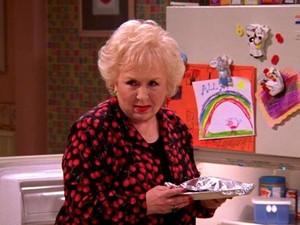 Doris Roberts em cena do seriado 'Everybody loves Raymond' (Foto: Divulgação/CBS)