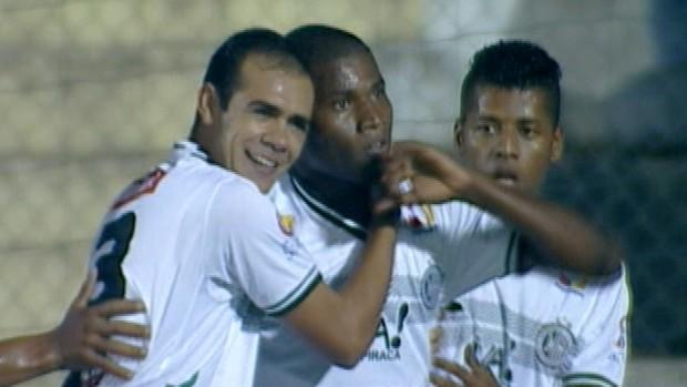 Gol de Lúcio Maranhão, do ASA sobre o Avaí (Foto: Reprodução / SporTV)