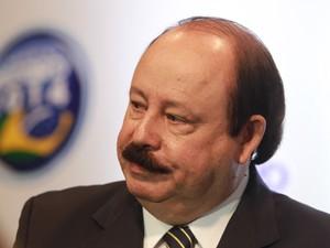 Noticia:Levy Fidelix é condenado por falar sobre gays www.cantinhojutavares.com