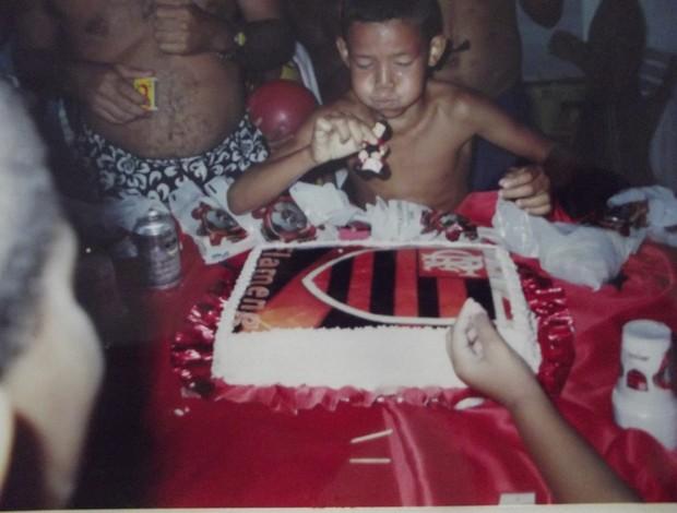 Yan Alves quando criança - festa do Flamengo (Foto: Arquivo Pessoal/Yan Alves)