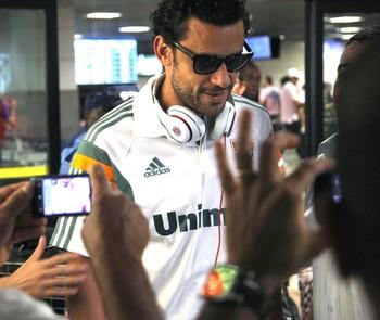 Rafael Sobis Desembarque Fluminense (Foto: Nelson Perez / Fluminense FC)