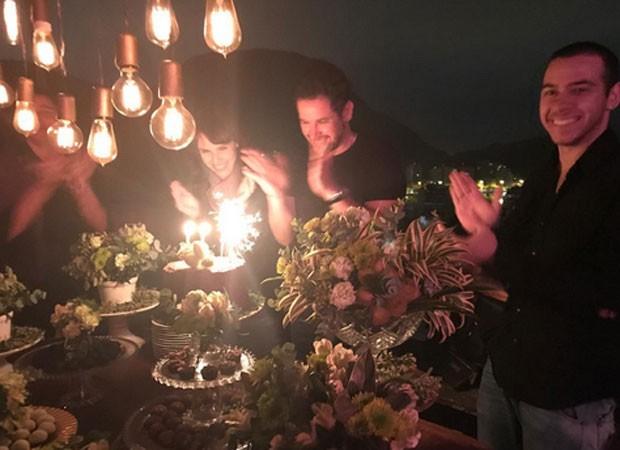 Debora Falabella celebra aniversário de Murilo Benicio  (Foto: Reprodução)