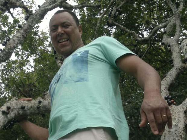 Mauro da Silva, 47 anos, mantém tradição de celebrar o dia do padroeiro de Bento Rodrigues. (Foto: Arquivo pessoal/Mauro da Silva)