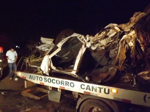 Caminhonete ficou destruída (Foto: Renato Silva Gomes / arquivo pessoal)